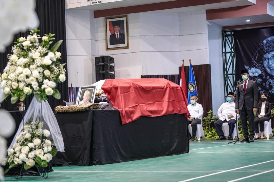 Bersama Menparekraf Sandiaga , Wamenkraf Angela Hadiri Upacara Pemakaman I Gede Ardika-3