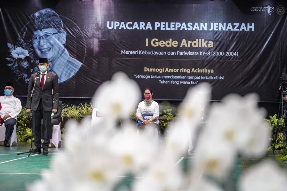 Bersama Menparekraf Sandiaga , Wamenkraf Angela Hadiri Upacara Pemakaman I Gede Ardika-2