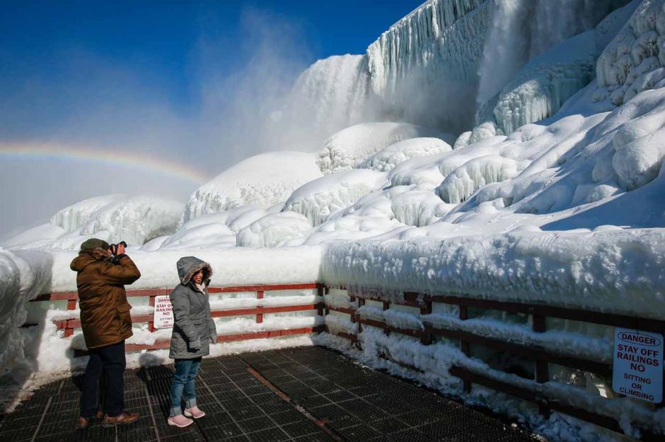 Berasa di Negeri Dongeng, Begini Keindahan Air Terjun Niagara saat Diselimuti Es-3