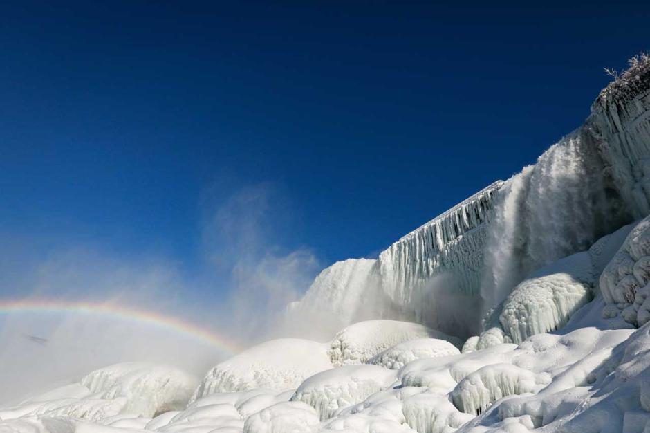 Berasa di Negeri Dongeng, Begini Keindahan Air Terjun Niagara saat Diselimuti Es-1