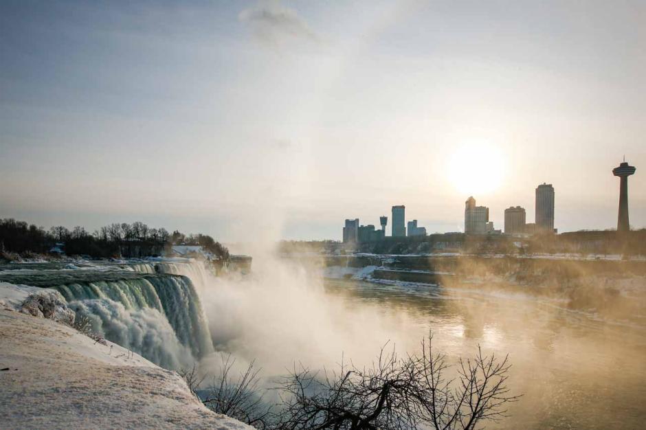 Berasa di Negeri Dongeng, Begini Keindahan Air Terjun Niagara saat Diselimuti Es-6