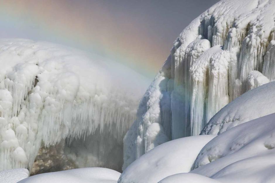 Berasa di Negeri Dongeng, Begini Keindahan Air Terjun Niagara saat Diselimuti Es-2