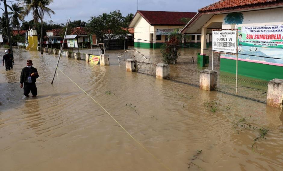 Bupati Eka Supria Atmaja Tinjau Sejumlah Titik Banjir di Kabupaten Bekasi-1
