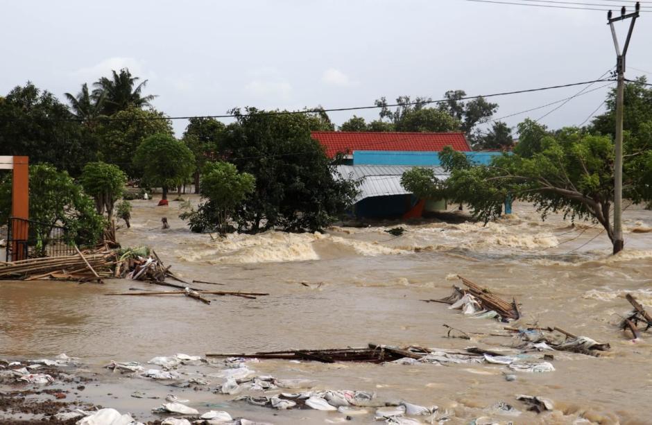 Bupati Eka Supria Atmaja Tinjau Sejumlah Titik Banjir di Kabupaten Bekasi-4