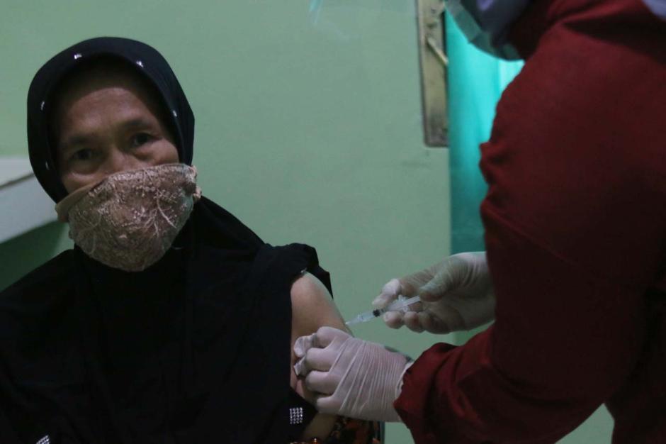 Vaksinasi Tahap Kedua Sasar 21,5 Juta Lansia-0