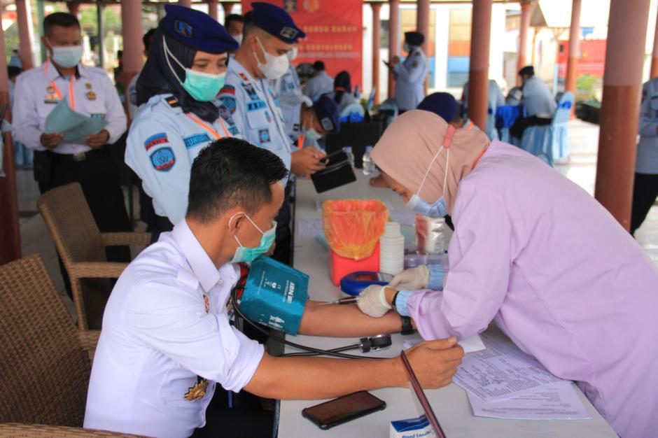 Petugas dan WBP Lapas Porong Survivor Covid-19 Ikuti Donor Darah Plasma Konvalesen-0