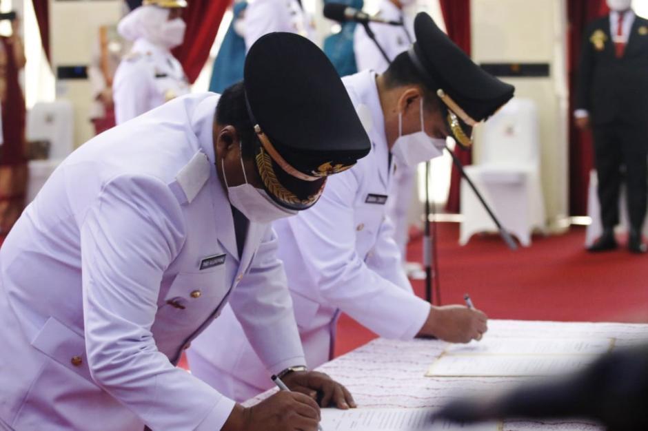 Gubernur Sulsel Lantik 11 Kepala Daerah Hasil Pilkada 2020-6