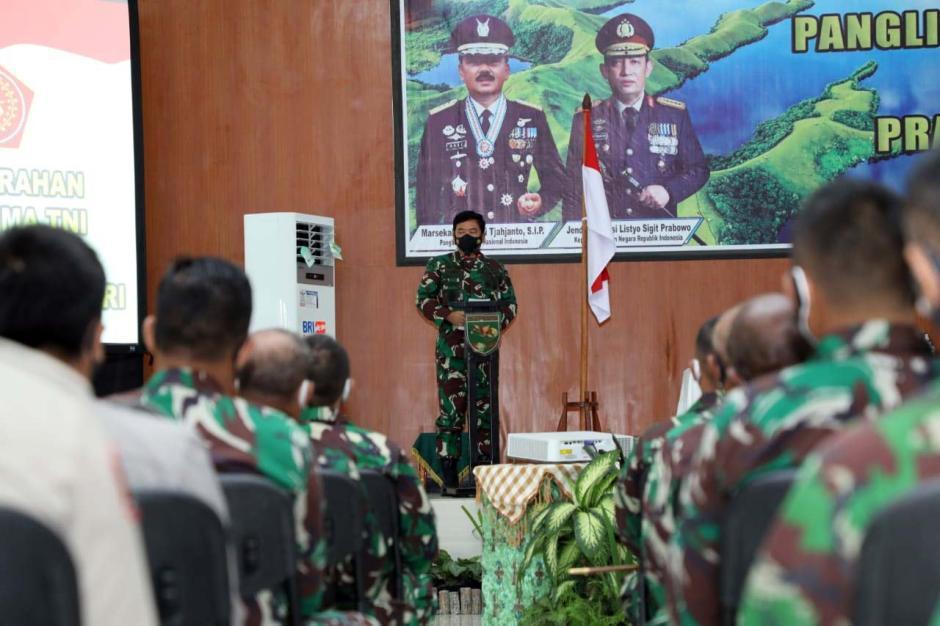 Panglima TNI dan Kapolri Mantapkan Sinergitas TNI Polri di Papua-1