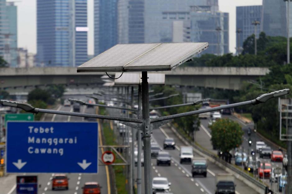 Manfaat Penerangan Jalan Umum Tenaga Surya Bagi Lingkungan-1