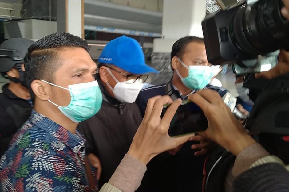 Terjaring OTT KPK, Gubernur Sulsel Nurdin Abdullah Tiba di Bandara Soetta-0