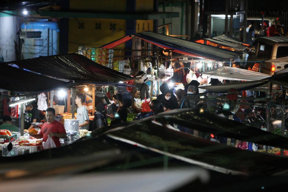 Dorong Pertumbuhan Ekonomi, PLN Terus Terangi Pasar Tradisional-3