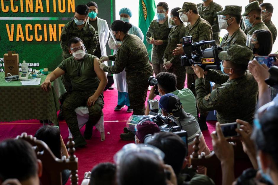 Dapat Bantuan Vaksin Sinovac dari China, Militer Filipina Mulai Vaksinasi Covid-19-3