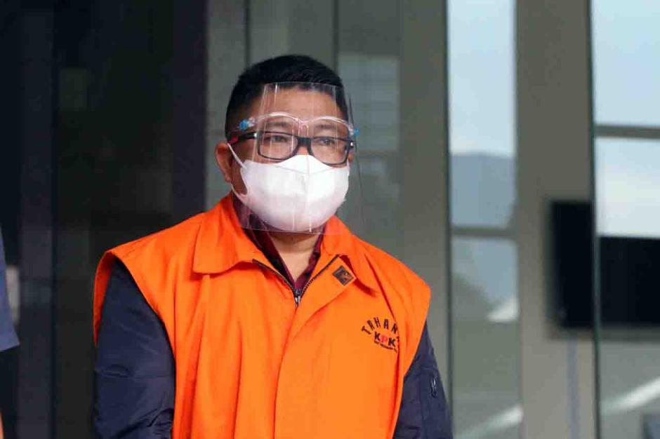 Pemeriksaan Tersangka Safri Terkait Kasus Suap Eksportir Benih Lobster-1