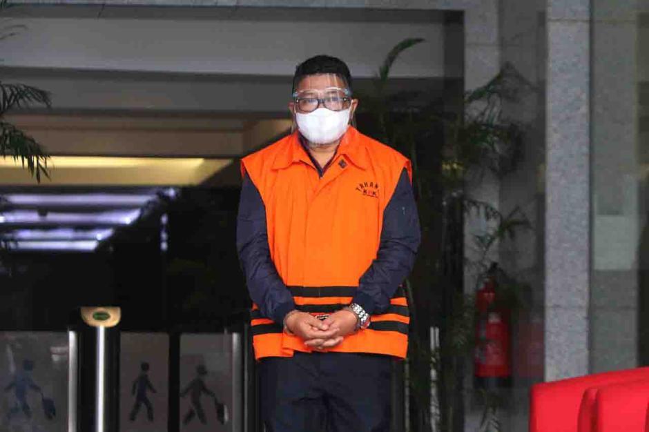 Pemeriksaan Tersangka Safri Terkait Kasus Suap Eksportir Benih Lobster-0