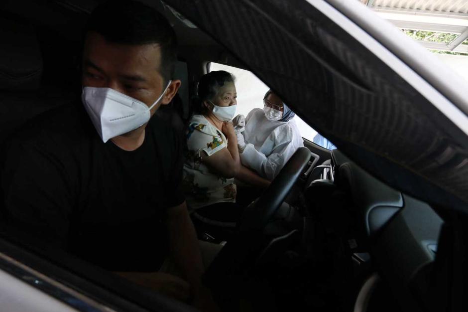 Layanan Vaksinasi Covid-19 Drive Thru untuk Lansia di PPK Kemayoran-0