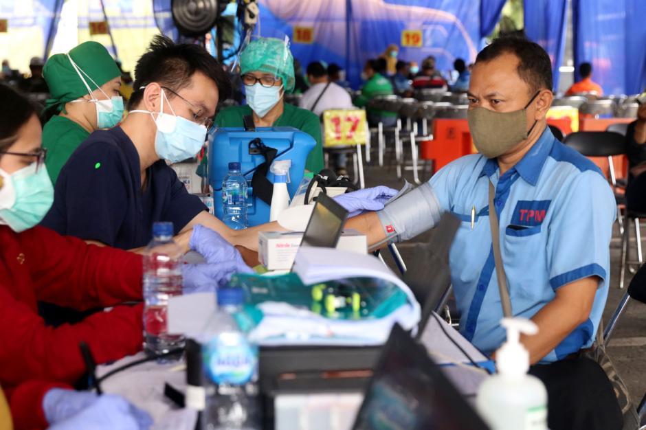 Ribuan Sopir Transportasi Umum Kota Tangerang Jalani Vaksinasi Covid-19 di Terminal Poris-1