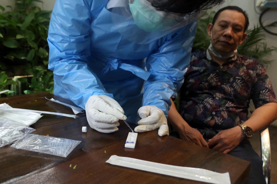 Masuk Kafe di Surabaya, Pengunjung Wajib Jalani Tes Rapid Antigen Bioscience-2