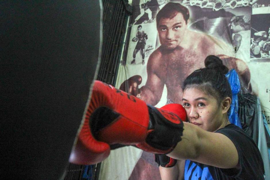 Mengintip Semangat Petinju Wanita Juara WBA Asia Kelahiran Manado Berlatih di Tengah Pandemi-4