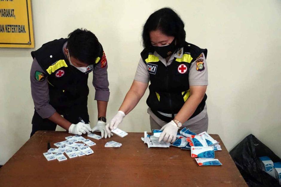 Ratusan Anggota Polres Metro Bekasi Lakukan Tes Urine-2