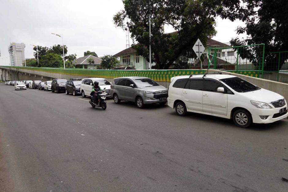 Parkir Sembarangan di Bahu Jalan Kian Marak di Ibukota-1