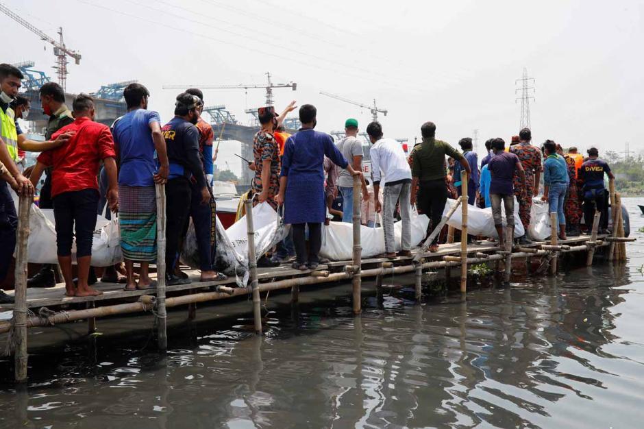 Kapal Feri Bertabrakan dengan Kargo di Bangladesh, 26 Orang Tewas-1