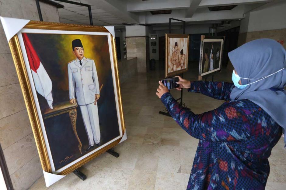 Untag Surabaya Tuan Rumah Peresmian Lukisan Bung Karno dan Marhaen-3