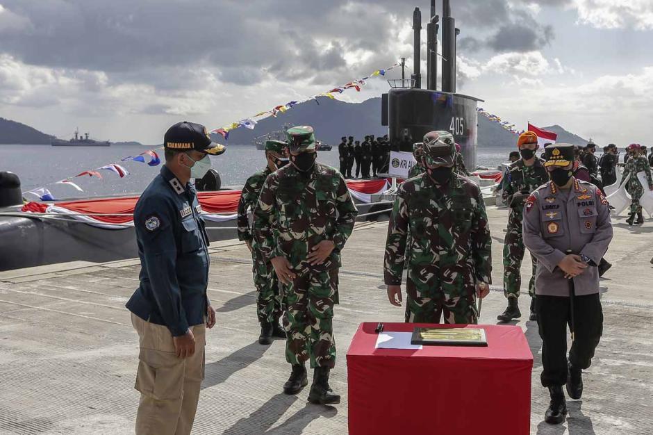 Panglima TNI Hadiri Peresmian Kapal Selam KRI Alugoro-405-1