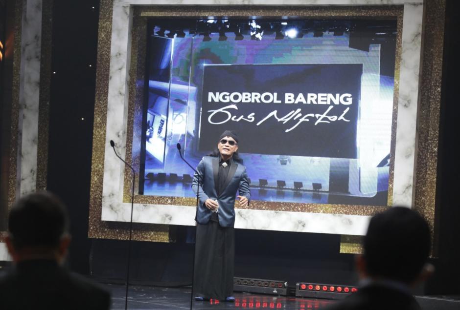 Menteri BUMN Erick Thohir Terima Penghargaan iNews Maker Awards 2021-4