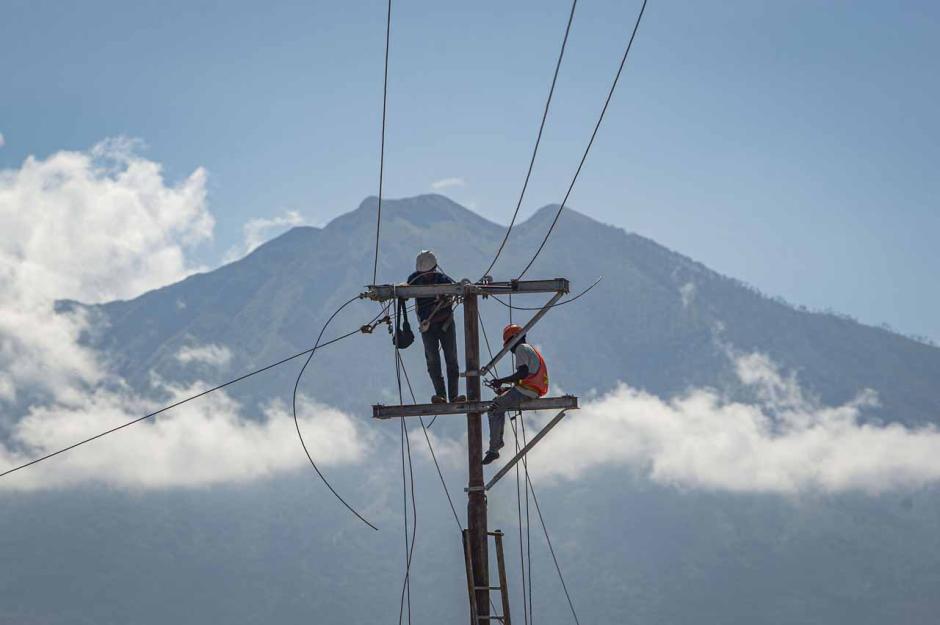 Pemulihan Jaringan Listrik Akibat Banjir Bandang NTT-2