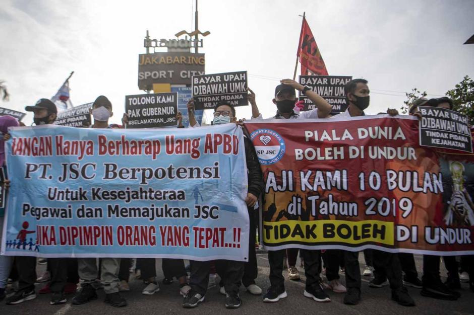 10 Bulan Tak Digaji, Ratusan Karyawan Jakabaring Sport City Mogok Kerja-0