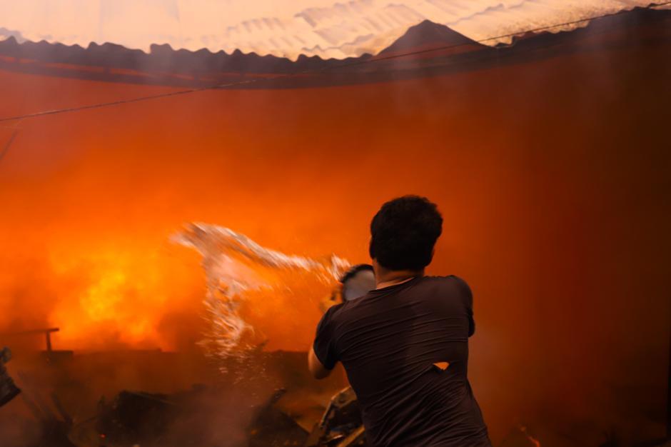Kebakaran Hebat Hanguskan Permukiman di Pasar Kambing Tanah Abang-2