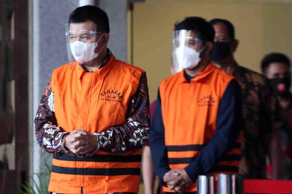 KPK Tahan Bupati Bandung Barat Aa Umbara dan Anaknya-5