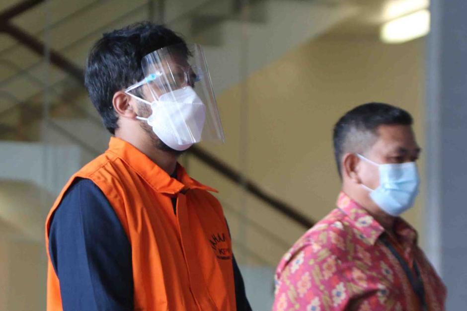 KPK Tahan Bupati Bandung Barat Aa Umbara dan Anaknya-3