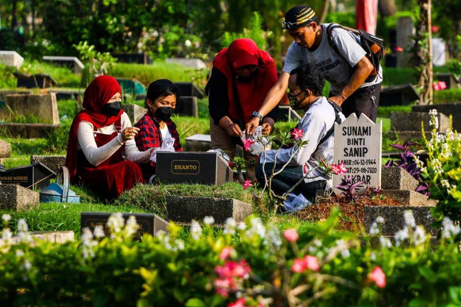 Ziarah Makam Jelang Ramadhan di TPU Karet Bivak-2