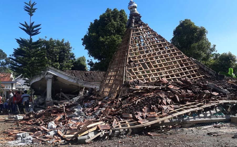 Hanya Menyisakan Kubah, Masjid Ini Pun Tak Luput dari Amukan Gempa Malang-0