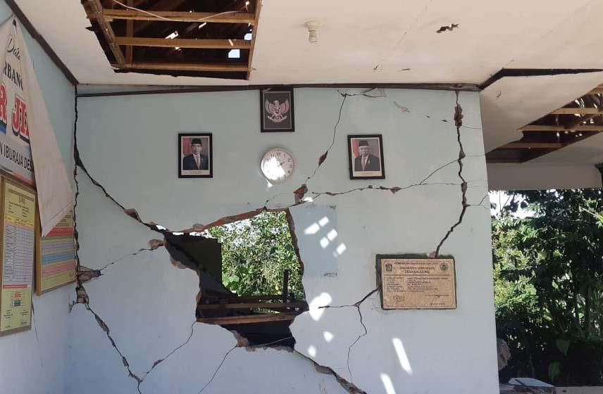 Hanya Menyisakan Kubah, Masjid Ini Pun Tak Luput dari Amukan Gempa Malang-3