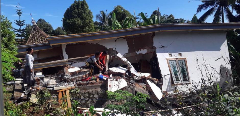 Hanya Menyisakan Kubah, Masjid Ini Pun Tak Luput dari Amukan Gempa Malang-4