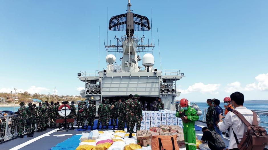 TNI Kerahkan KRI Ahmad Yani 351 Kirim Bantuan Kemanusiaan untuk NTT-2