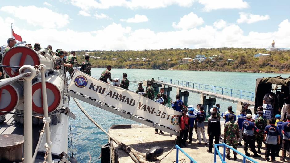TNI Kerahkan KRI Ahmad Yani 351 Kirim Bantuan Kemanusiaan untuk NTT-3