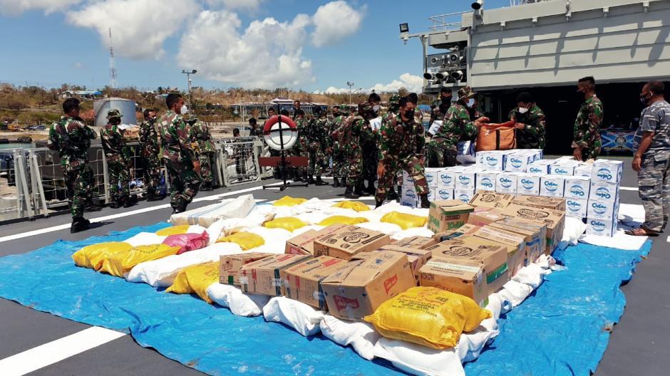 TNI Kerahkan KRI Ahmad Yani 351 Kirim Bantuan Kemanusiaan untuk NTT-1