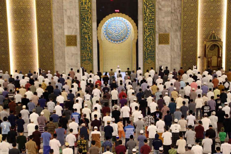 Begini Suasana Salat Tarawih Perdana di Masjid Nasional Al-Akbar Surabaya-5