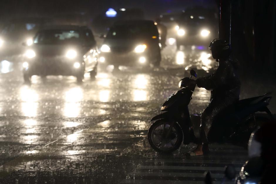 Hujan Deras Iringi Malam Pertama di Bulan Suci Ramadan-2