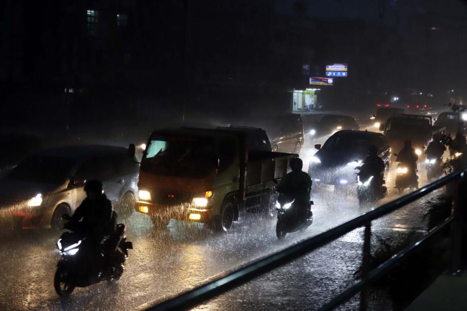 Hujan Deras Iringi Malam Pertama di Bulan Suci Ramadan-3