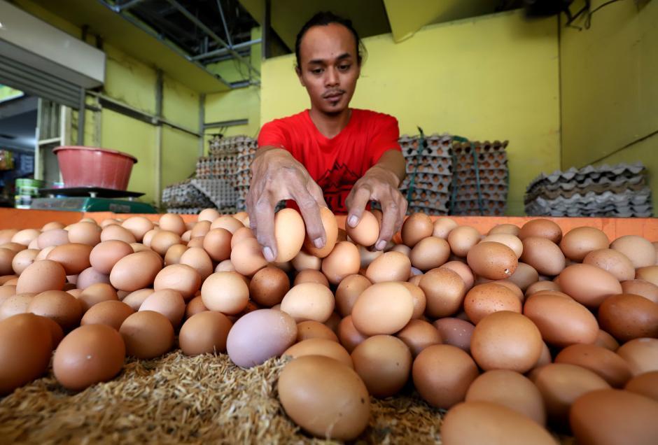 Jelang Ramadan, Harga Telur Ayam di Pasar Kecapi Merangkak Naik-2