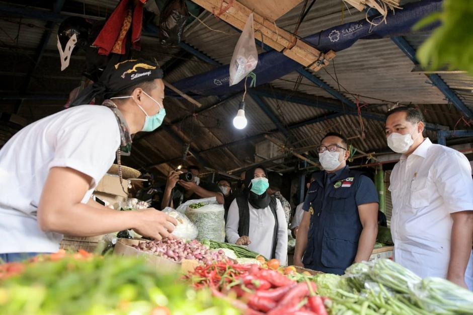 Mendag M Lutfi dan Gubernur Jawa Barat Ridwan Kamil Pantau Harga Kebutuhan Pokok di Bandung-1