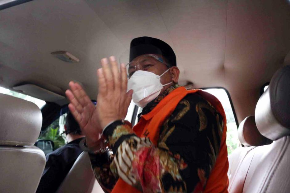 KPK Perpanjang Masa Tahanan Tersangka Bupati Muara Enim Juarsah-1