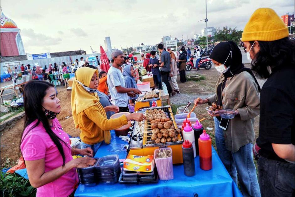 Pedagang Takjil Kian Ramai di Masjid 99 Kubah Makassar-0