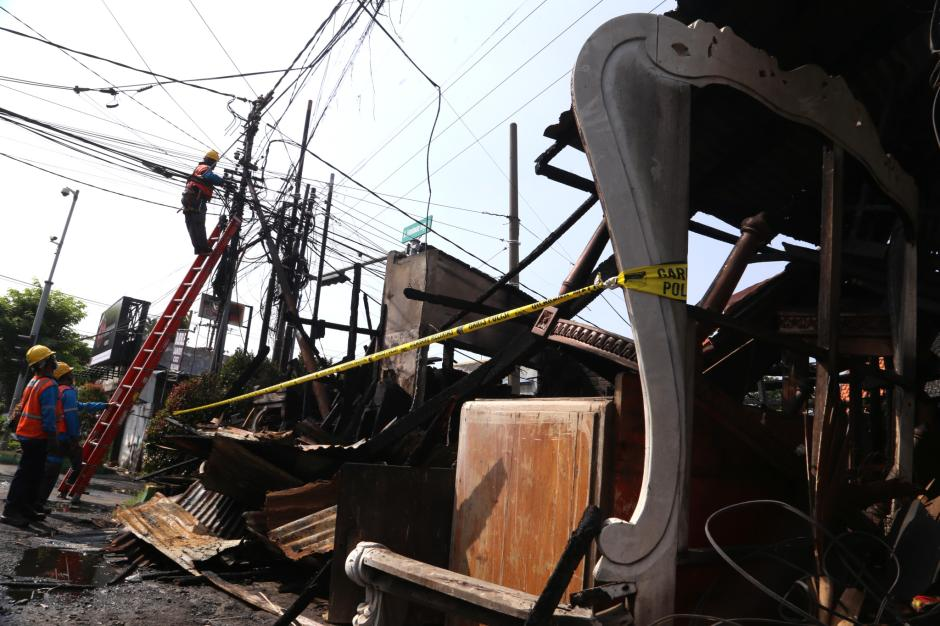 Perbaikan Jaringan Listrik Pasca Kebakaran Bengkel Mebel di Surabaya-3