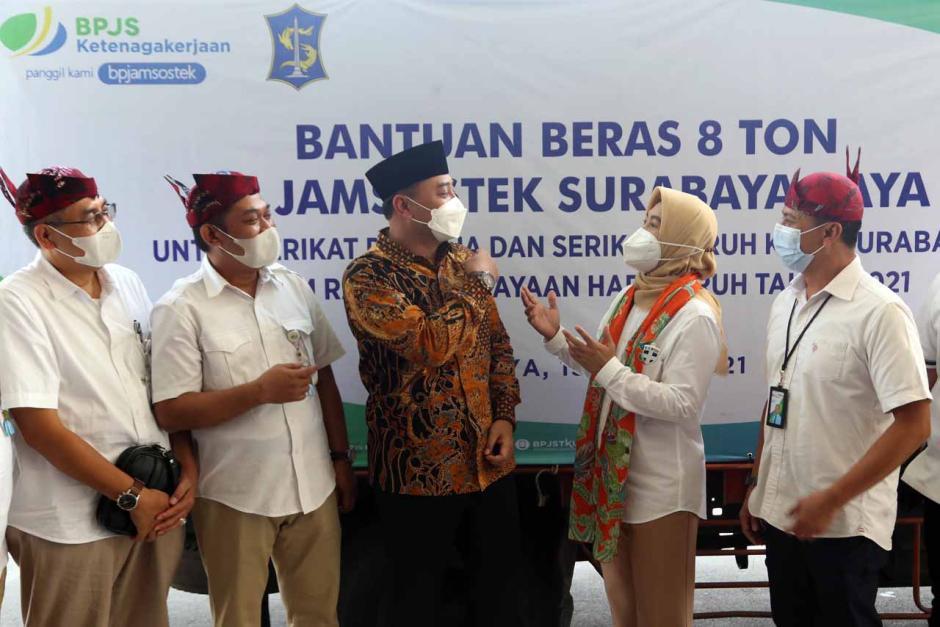BPJamsostek Surabaya Raya Serahkan Bantuan Beras Kepada Serikat Pekerja dan Buruh-6
