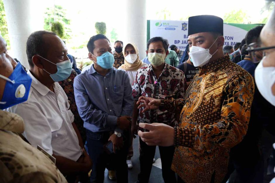 BPJamsostek Surabaya Raya Serahkan Bantuan Beras Kepada Serikat Pekerja dan Buruh-5
